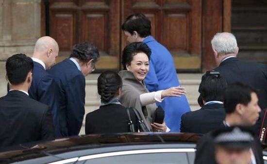 彭丽媛参观皇家音乐学院
