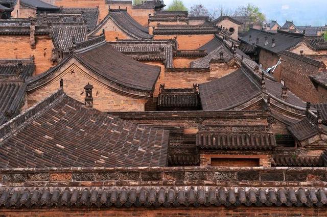 平遥古城十大怪,其中一条是房子半边盖