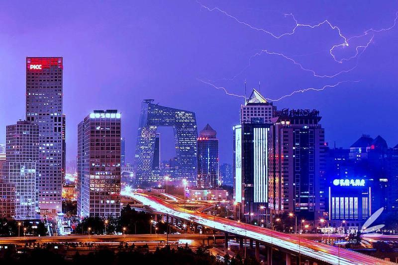 雨夜,只会让一个城市更有内涵