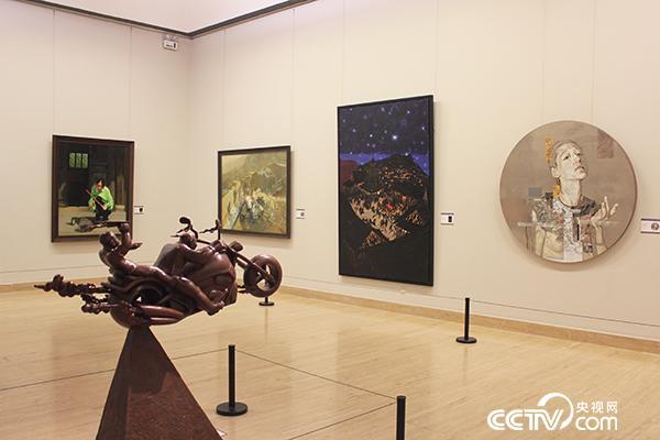 """""""第六届全国青年美术作品展览""""在中国美术馆开幕"""