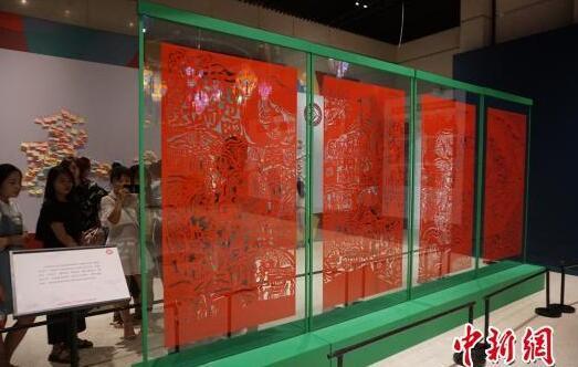 """巨幅剪纸《端午》郑州展出成""""馆红"""""""