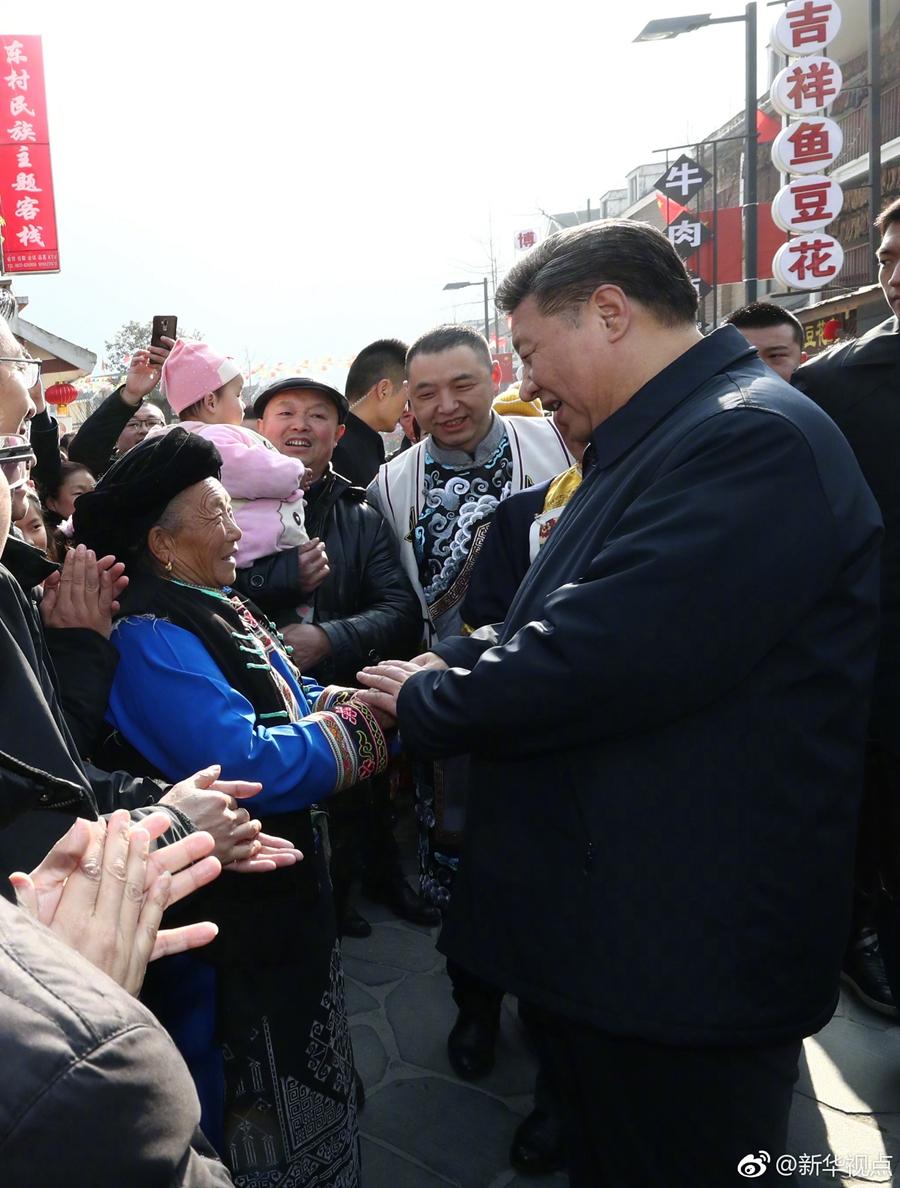 """习近平在汶川映秀考察   亲身体验当地""""带劲""""生活"""
