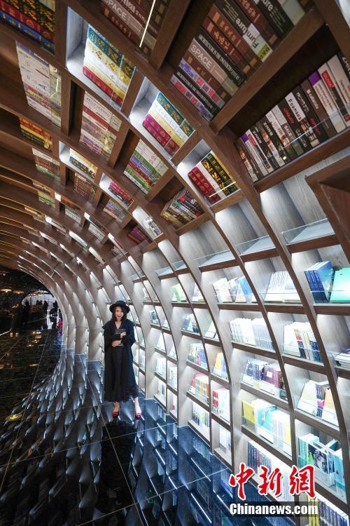 全球最美书店落户贵阳!隧道设计如同置身溶洞