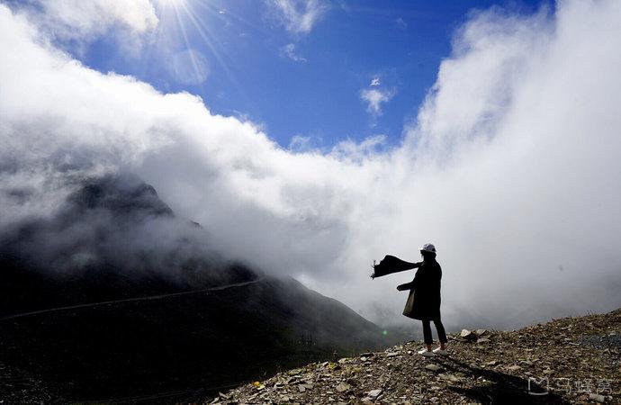 巴朗山:峰回路转白云间