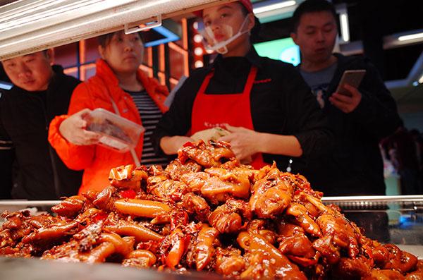 天津大悦城再添创意美食街区,南门巷吃出江湖味
