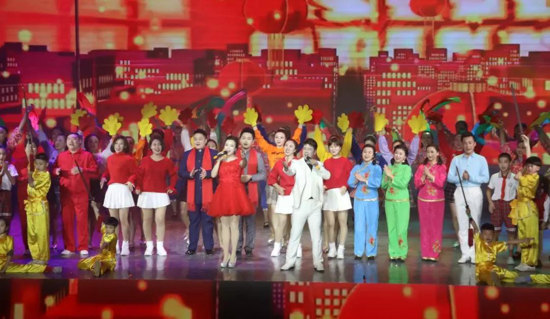 歌曲联唱《流金岁月》:经典歌曲串联美好的流金岁月—中国美!