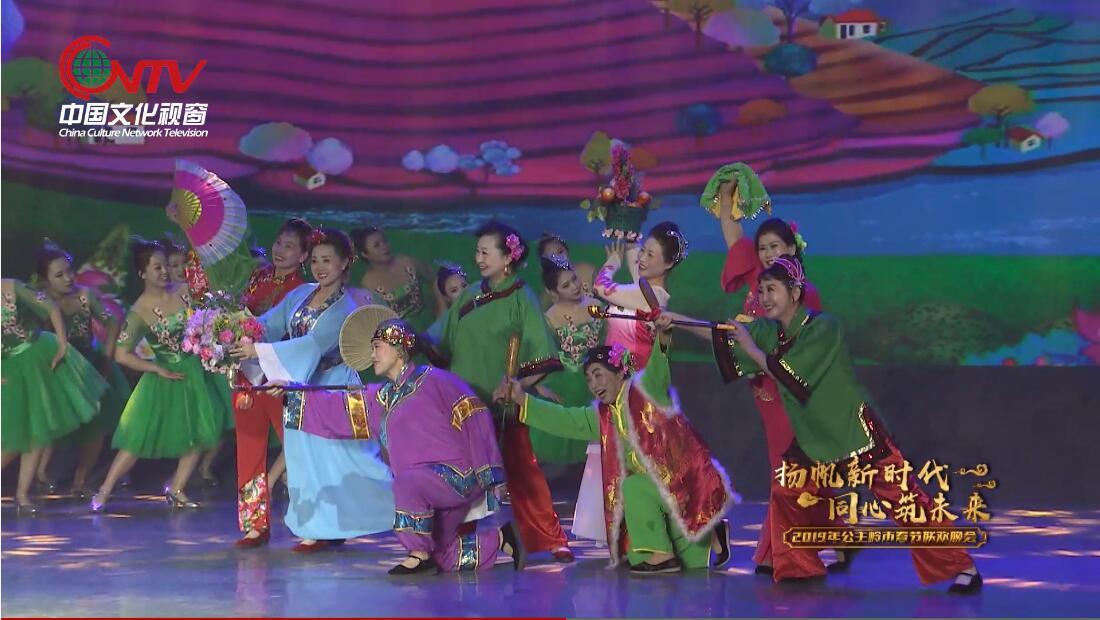 教育局歌伴舞《山笑水笑人欢笑》:欢歌笑语,舞动全场。