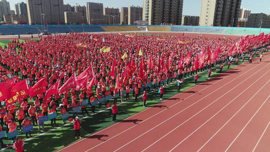 """公主岭市举办""""助力脱贫 文明传递""""健步走大型公益活动"""