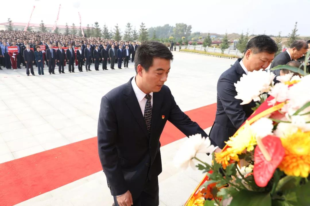 公主岭市在烈士陵园隆重举行向烈士敬献花篮仪式