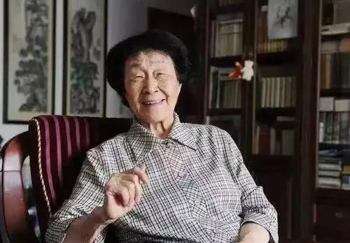 """""""人民教育家""""于漪:教师心中要有中国的灯火"""