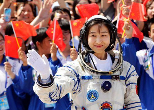 刘洋:国家的发展点燃我成为航天员的梦想