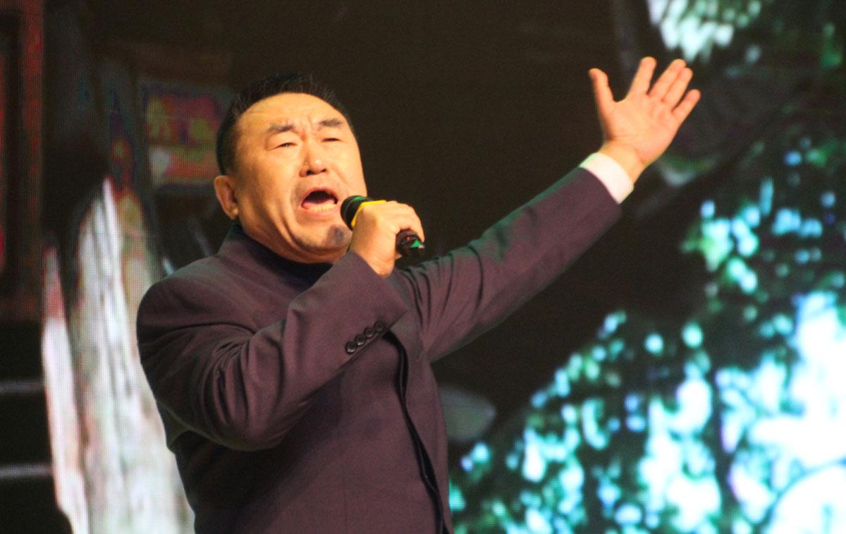中央电视台原副台长、中华文化促进会副主席高峰朗诵《梦游天姥吟留别》。
