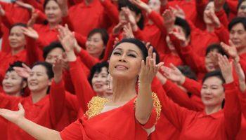青年歌唱家单待在中国人民抗日战争纪念馆唱响《中华颂》