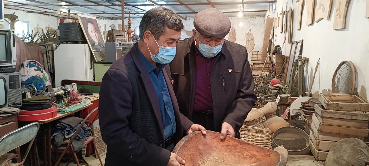 """和静县:民间根雕大师倾力打造""""新疆是个好地方"""" 民俗展馆"""