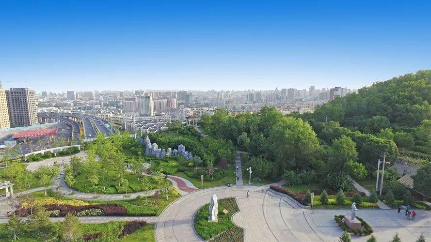 乌鲁木齐:翠笔绘就满城绿