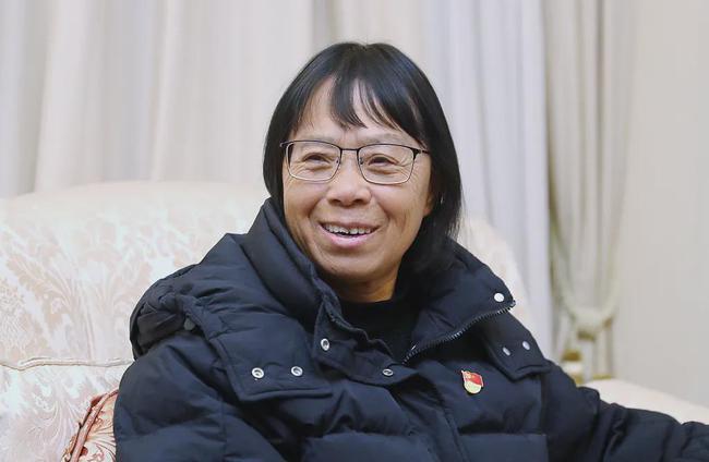 """张桂梅:改写大山女孩命运的""""擎灯人"""""""
