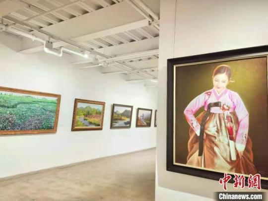 朝鲜油画展走进兰州:近百名朝鲜艺术家画作亮相