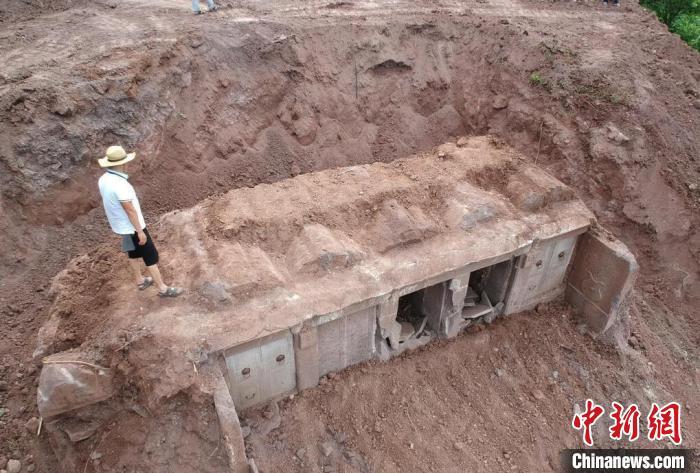 四川富顺惊现明代古墓群 ,早在明朝川南人已流行戴金耳环和银簪