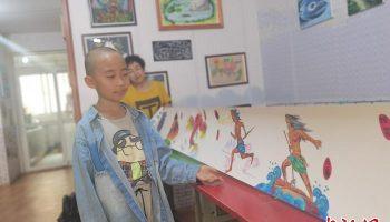 兰州9岁男孩绘《山海经》10米长卷:绘画让我更自信了