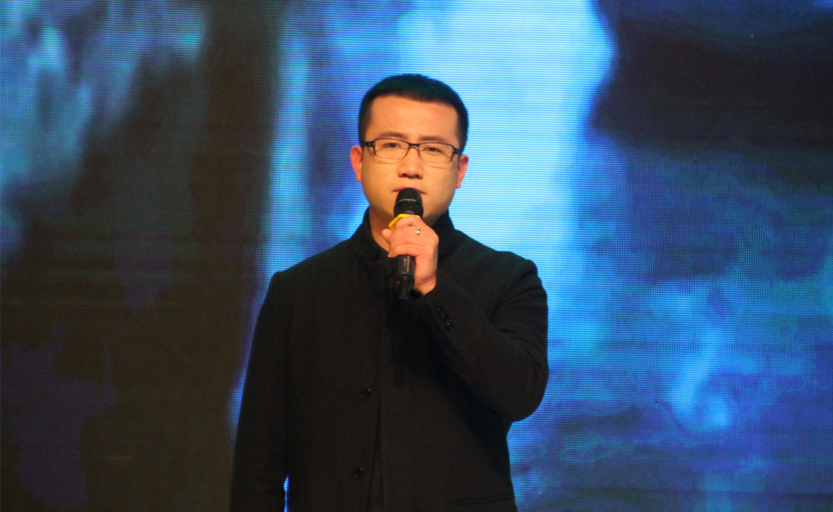 中央人民广播电台主持人雷朋朗诵《雨巷》。